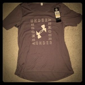 Women  Gray Under Armour Size Small shirt